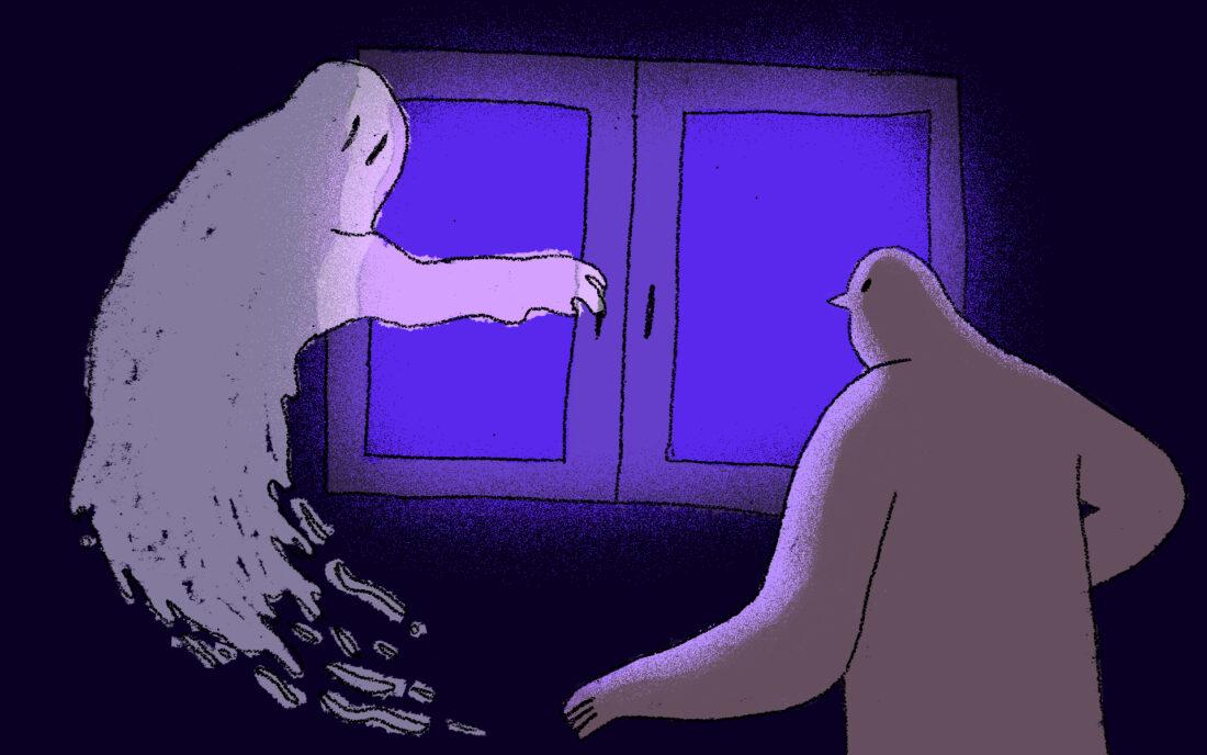 Ilustracja przedstawia ludzką postać po prawej stronie i lewitującego ducha po lewej stronie przed znajdującym się w centralnej części niebieskim oknem. Duch sięga ręką do klamki okna