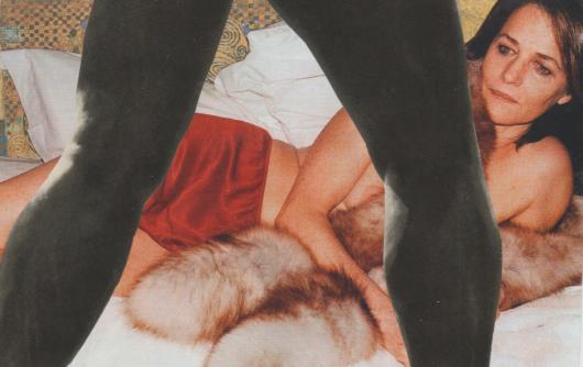 Kolaż przedstawiający półnoagą kobietę leżącą w łóżku i nogi stojącego przed nią mężczyzny na pierwszym planie.