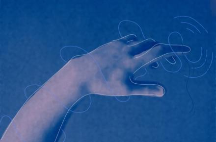 Ilustracja w monochromatycznych odcieniach niebieskiego przedstawia dłoń, której palec dotyka powieszchni wody zostawiając na niej rozchodzące się kręgi